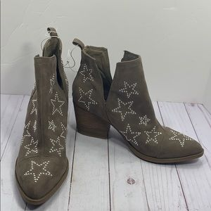 NWOT Carlos Westerly Star studded heeled boots